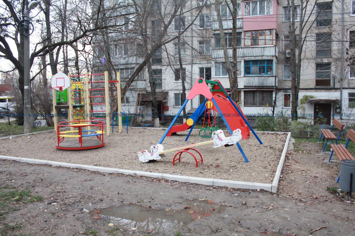 Teren de joacă construit de Lagmar