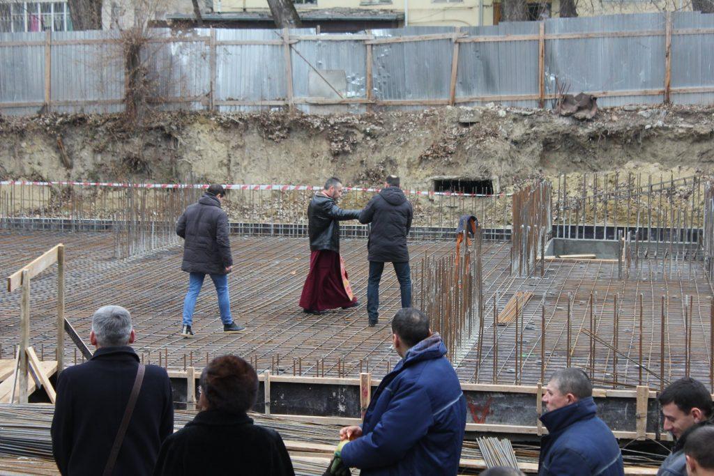 Sfintirea temeliei blocul locativ Florilor, 25.12.2018